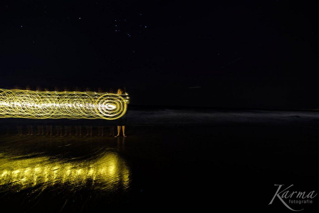 Lightpainting mit einer rotierenden Lichterkette.