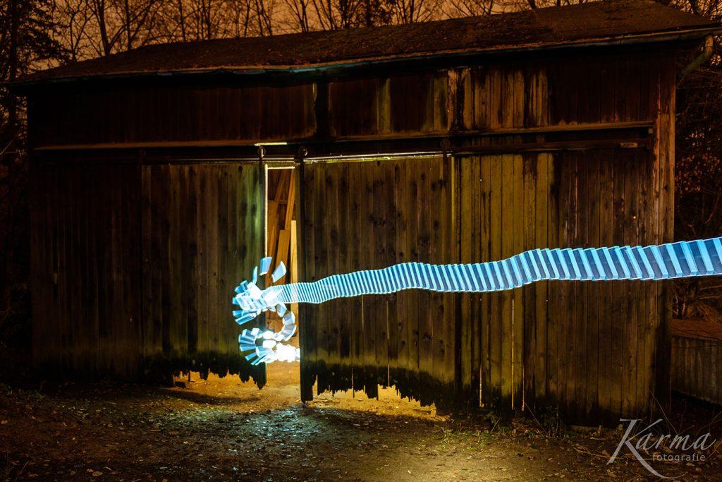 Lightpainting an einer alten Scheune